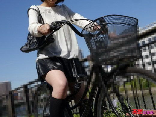 ちゃりん娘 ~ノーパンで自転車に乗ってるうちに興奮してきちゃった~ 佐伯ほのか