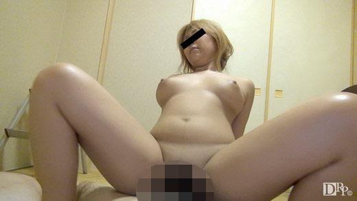 彼氏のチンポに夢中 飯田久実子