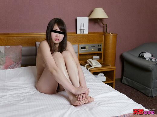 制服時代 ~ぴちゃぴちゃ音を立るJKマンコ見てください~ 石田朋美