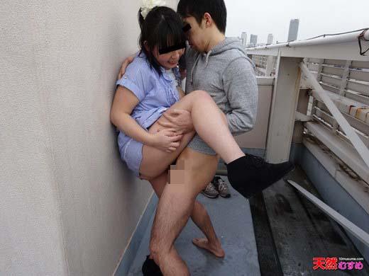 Hカップの潮吹き娘ビルの屋上でおもらし 加護あんな