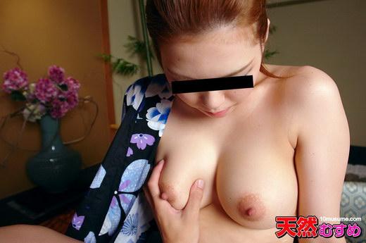 浴衣の襟元から19才の巨乳を鷲づかみ 松田絢