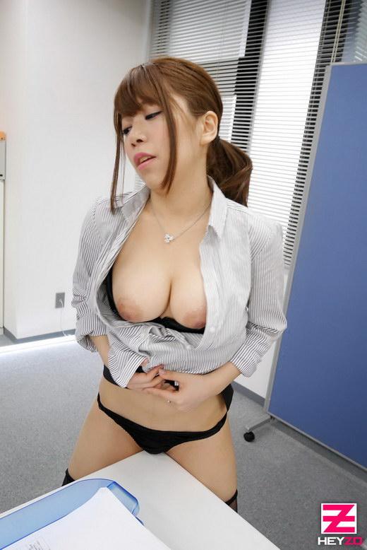 芹野莉奈【せりのりな】 美痴女~エリート女上司のHな社外秘~