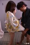 有賀ゆあ お祭り帰りに公衆トイレで中出しSEX