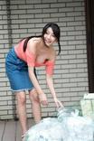 仲間あずみ 朝ゴミ出しする近所の遊び好きノーブラ奥さん 仲間あずみ