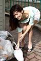 朝ゴミ出しする近所の遊び好きノーブラ奥さん 米倉のあ