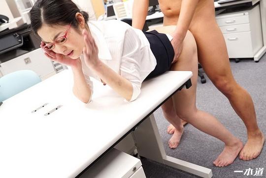 パンツを脱いでもメガネは外しません!〜仕事の出来る女は精欲旺盛〜 江波りゅう