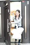 朝ゴミ出しする近所の遊び好きノーブラ奥さん 広瀬奈津美
