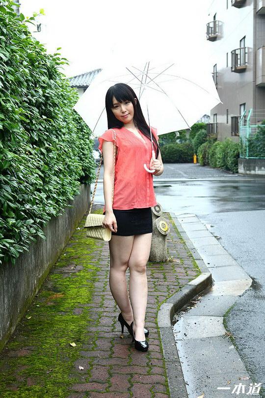 一人暮らしの美女宅に生ハメ訪問 椎名華