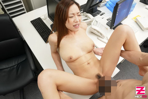 北山かんな【きたやまかんな】 スキモノ巨乳上司をオフィスでハメハメ!