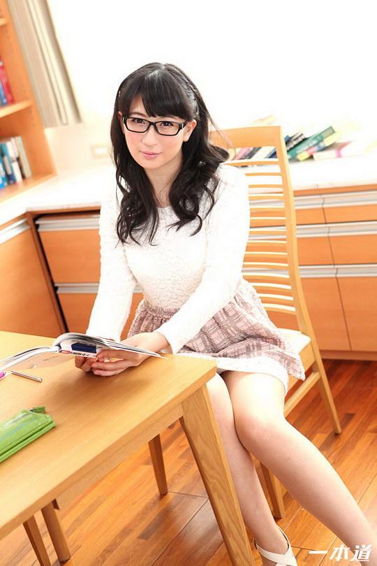 パンツを脱いでもメガネは外しません!~エロかしこい家庭教師~ 月村ひかる